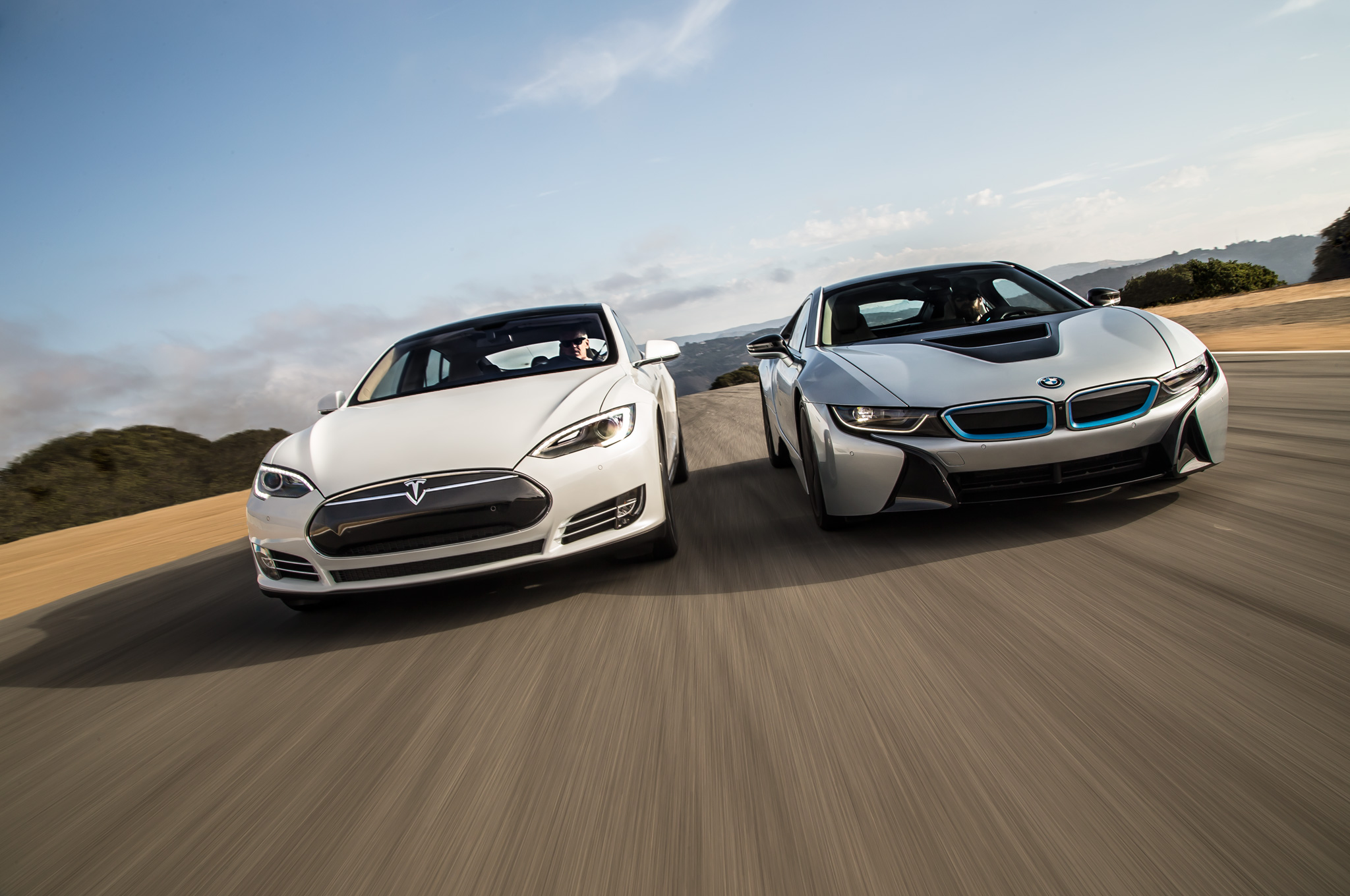 Video: Real Life Scalextric, The Battle Of The Electric Cars! BMW I8 Vs  Tesla P85D