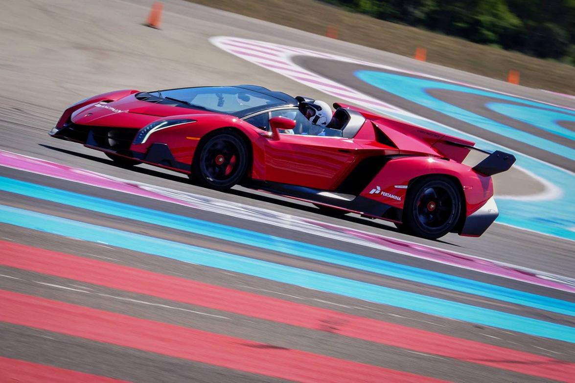 video: very rare 1 of 9 lamborghini veneno roadster racing on the