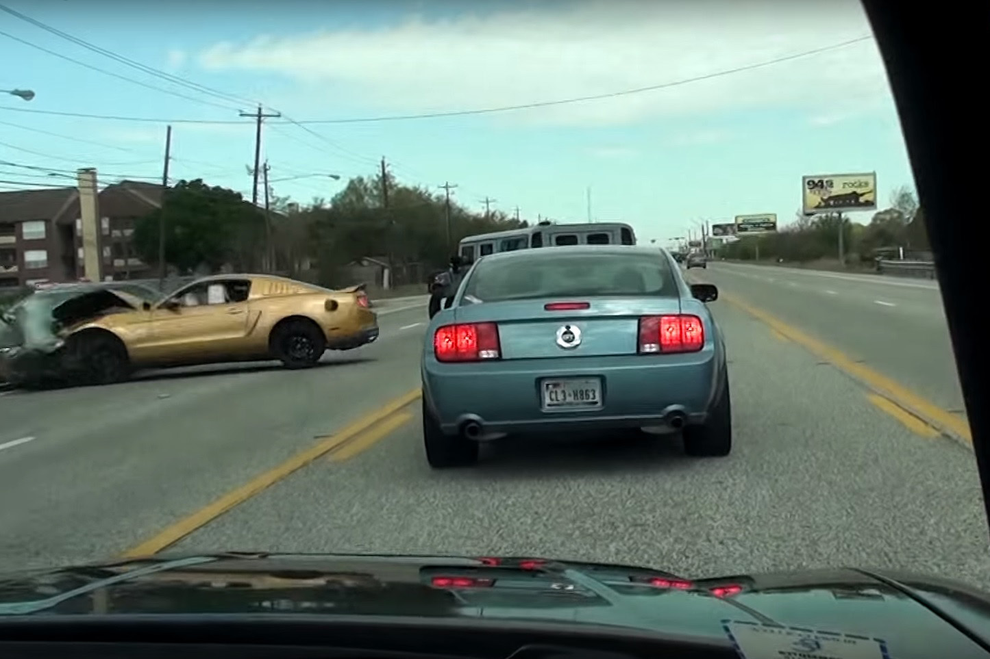 Video: Mustang crosses the road blindly and slams into an oncoming ...
