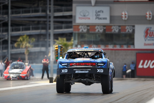Video The Difference Between An Hp Trophy Truck And A - 850 horsepower truck races 10000 horsepower car
