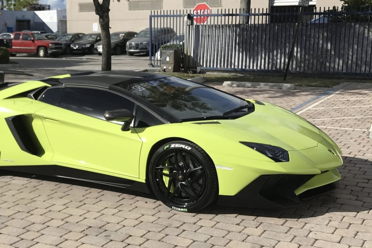 Buy A Lamborghini Aventador Sv Roadster And Get A Matching Speedboat!!