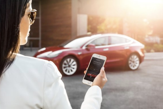 How Does The Tesla Model 3 Work Without A Key Or A Fob? 1