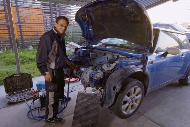 Video: Turning Gas Automobile Into Clean Electric Cars 1