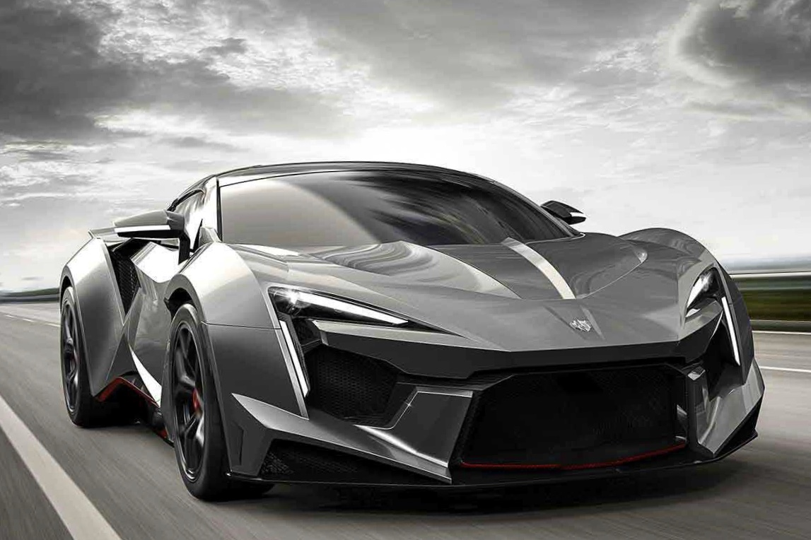 Video: 900 HP Fenyr SuperSport hits the road 1