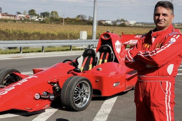 Video: This Mechanic Built His Own F1 Car 1