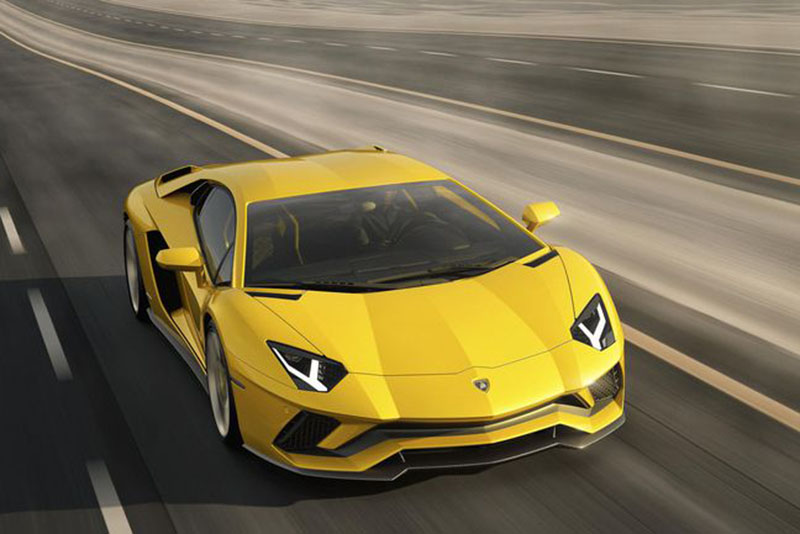 Lamborghini Vows To Keep Their V12