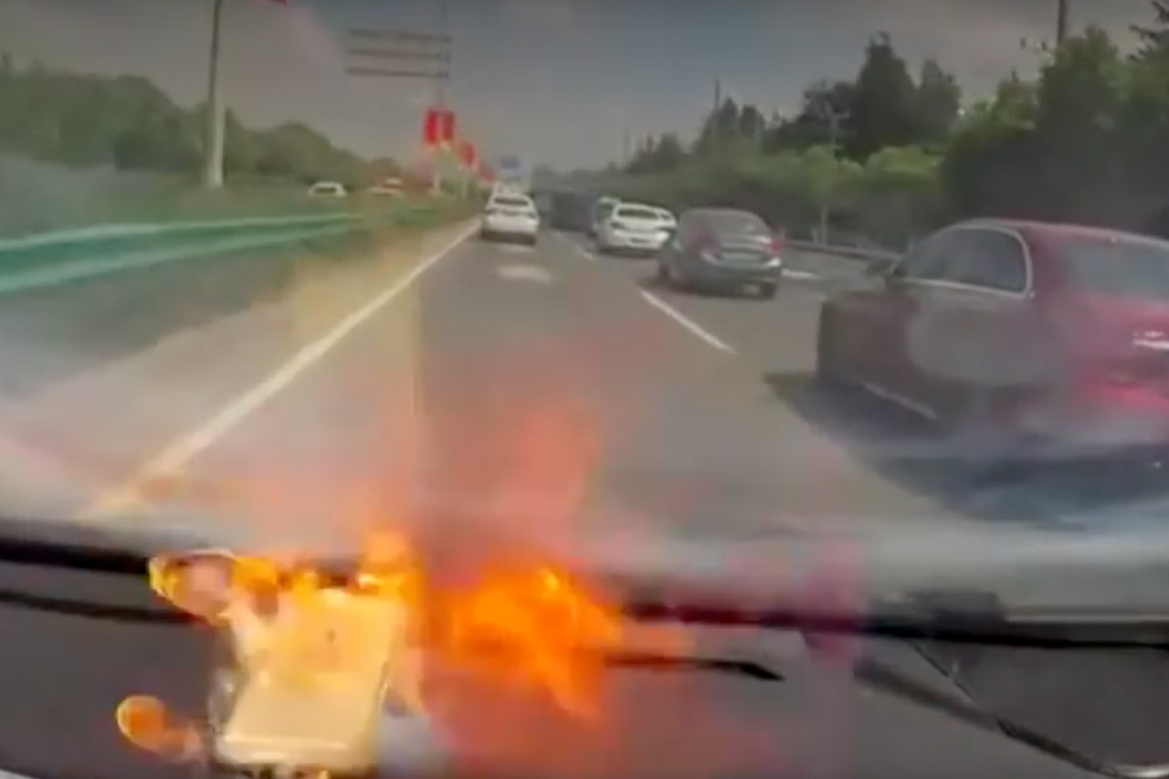 Apple Iphone 6 Explodes While Driving 1