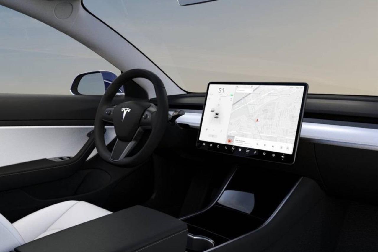 Tesla Model 3 Technology Confuses Cop! 1