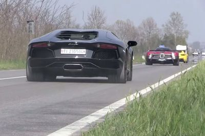 Video: 180+ Supercars Accelerating - Eb110 Gt, Huracan, Carrera Gt, 599 Gto & More