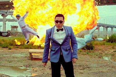 Video: Psy Crashes His Rolls-royce, Ditches It And Leaves In A Porsche.