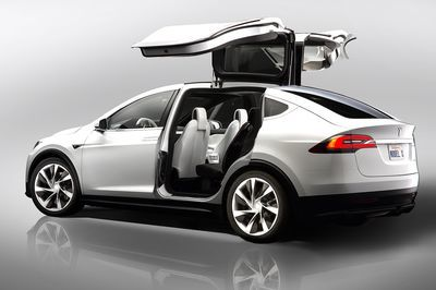 Tesla Model X. A Family Van With Gullwing Doors, 762hp And 3.8 Second 0-100km/h Time!