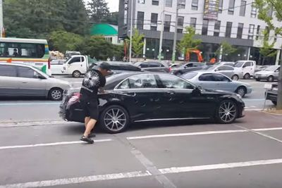 Video: Disgruntled Guy Destroys His Merc S63 Amg With A Golf Club, Over Shitty Customer Service From Mercedes!