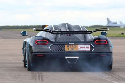 Video: The Awesome Koenigsegg One:1 Simply Annihilates The Audi R8 Gt Spyder In A Drag Race!