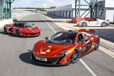 Video: Finally! It's The Battle Of The Ages! Mclaren P1 Vs Porsche 918 Vs Ferrari Laferrari On Track!