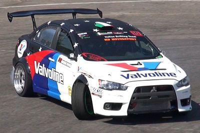 Video: Rwd Mitsubishi Lancer Evo X Drifting & Loud Backfires