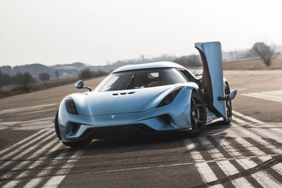 Video: Koenigsegg Regera - First Driving Footage