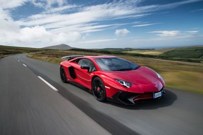 Video: Evo Takes The Aventador Sv On A Unrestricted Road On The Isle Of Man For A Sublime Sunset Blast!