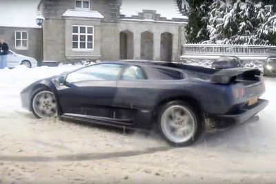 Video: Diablo Sv 6.0 And Ferrari 355 Slowly Drifting On Snow Is Pure Magic!