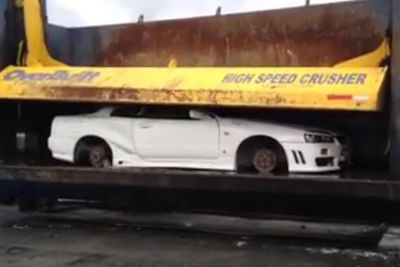 Video: The Hardest Thing To Watch! - Skyline R34 Gt-r Gets Crushed