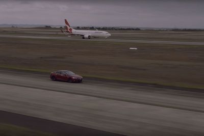 Video: Whos' Gonna Win In This Epic Race, Between A Boeing 737 And A Tesla Model S?