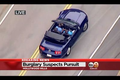 Video: Gta In Real Life'burglary Suspects Give Zero F**ks, Taunt Cops With Doughnuts, And Stop To Take Selfies With Their Homies During Slow-mo Police Chase!