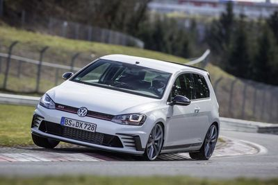 Video: The Vw Golf Gti Clubsport S Is Here And It's Set A Mad 7min 49sec 'ring Time!