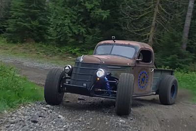 Video: The Most Badass Trophy Truck Rat Rod With A Big Fat V8!