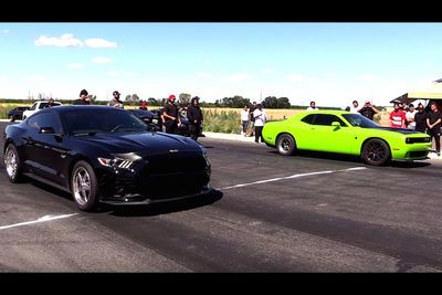 Video: American Muscle Brawl - Ford Mustang Vs Challenger Hellcat