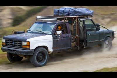 Video: These Guys Joined A Range Rover And A Ford Ranger Together Just Because They Can!