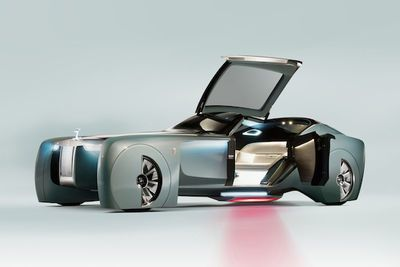 Video: Rolls Royce Has Unveiled The Future And To Be Honest Its Pretty Damn Weird!