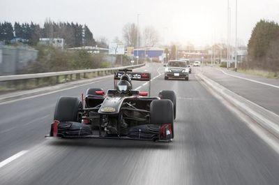 Video: Team Betsafe's 640hp V8 Ferrari Engine Powered Formula 1 Car Races Through Traffic In Downtown Manchester!
