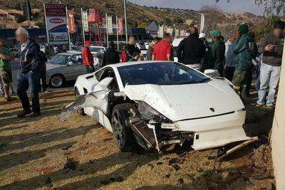 Lamborghini Gallardo Gets Destroyed In Johannesburg, South Africa.