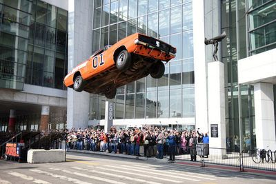 Video: General Lee Dodge Charger Replica Jumps Dukes Of Hazzard Style In Downtown Detroit!