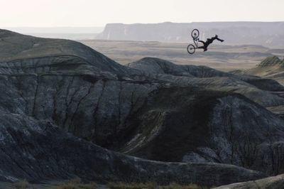 Video: Watch How Tom Van Steenbergen Find Inspiration In-between Big Mountains!!