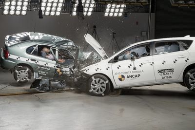 Video: Crash Testing Between A 2015 And 1998 Toyota Corolla