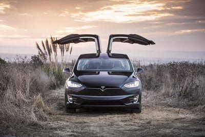 Tesla Updates Their Enhanced Autopilot System!!
