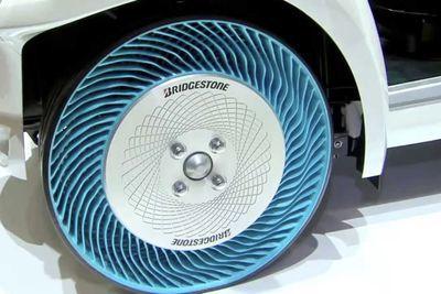 Video: Bridgestone Airless Tyre Concept!