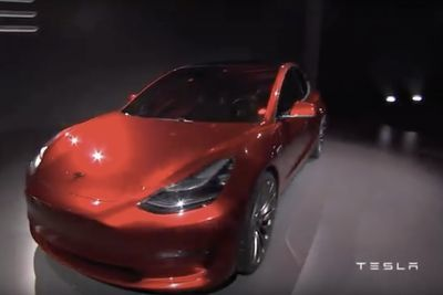 Video: The Tesla Model S ' The Top Car In Its Class