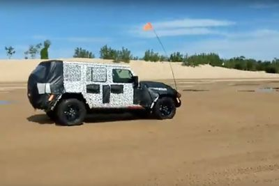 Video: Spotted: The Next Jeep Wrangler Testing On Sand Dunes!