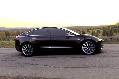 Video: Tesla's Model 3 Is Unveiled With A Surprise 500km Range!