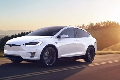Tesla Model S & Model X With Updated Features... And A Drag Race!