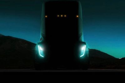 Video: The Tesla Semi Approaches!