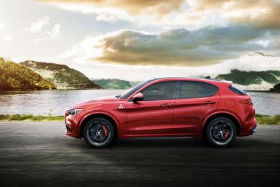 Video: 2018 Alfa Romeo Stelvio Quadrifoglio ' The Suv King Of The 'ring
