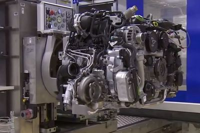 Video: How It's Made: The Porsche 911 Engine
