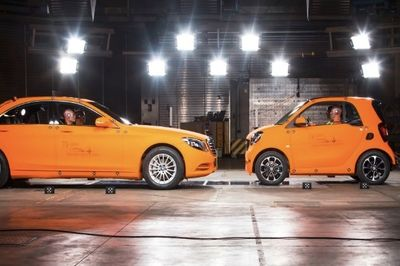 Video: Smart Fortwo Vs Mercedes S-class: Crash Test!