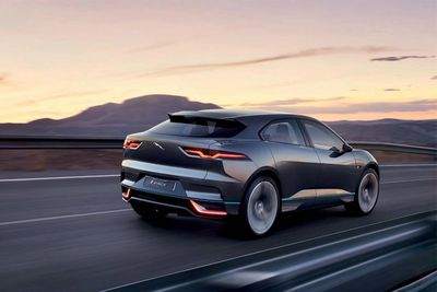 Video: Jaguar I-pace: A Gorgeous, All-electric Crossover