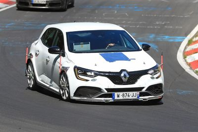 New 2018 Renault Megane RS Trophy spied at Nurburgring