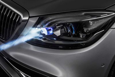 Watch a Mercedes 'Talk' to People With Its Headlights