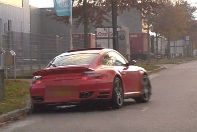 Porsche 911 Turbo Hits Kerb... Badly!