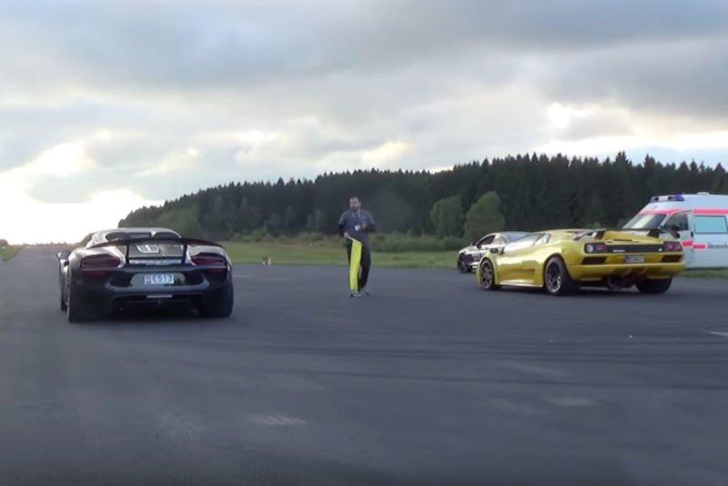 Video Porsche 918 Spyder Vs Lamborghini Diablo Vt 6 0 V12